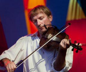 """""""Żeby coraz więcej takiej muzyki można było usłyszeć"""" – wywiad z Januszem Prusinowskim"""