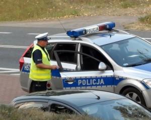 Weekend na drogach – pijany kierowca uderzył w drzewo. Przewoził pasażera.