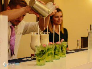 Najpopularniejszy drink w Mławie – rozmowa z barmanem Krzysztofem Przybyłko