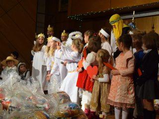 Święty Mikołaj razem z MOPS przyniósł prezenty
