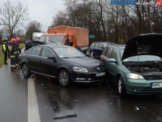 Zderzenie trzech aut na DK nr 7 w miejscowości Modła
