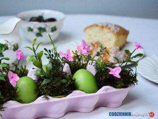Wiosennie na stole. Pomysł na wielkanocny stroik