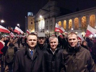 Mławianie pośród uczestników warszawskich uroczystości w 6. rocznicę katastrofy smoleńskiej