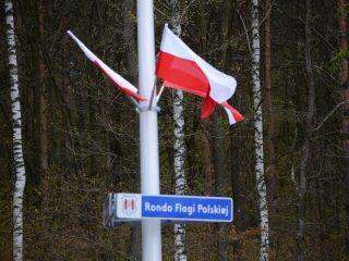 Rondo Flagi Polskiej udekorowane