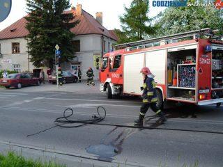 Mława. Na skrzyżowaniu ulic Lelewela i Żwirki zapalił się samochód