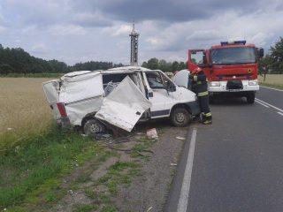 Wypadek koło wieży. Przekoziołkował bus, jedna osoba trafiła do szpitala