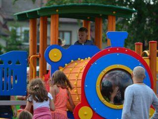 Plac zabaw dla najmłodszych przy MOSiR otwarty