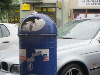 Nie wrzucajmy śmieci z posesji do ulicznych koszy