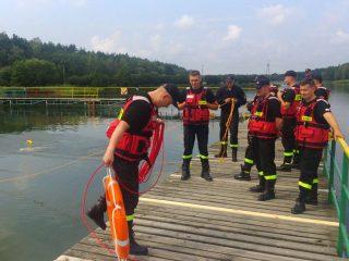 Ćwiczenia strażaków na zalewie Ruda