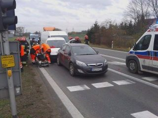 """Zderzenie trzech aut na skrzyżowaniu Warszawskiej i """"siódemki"""""""