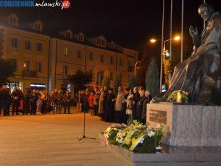 """Pod pomnikiem Jana Pawła II zabrzmiała """"Barka"""""""