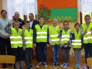 W gminie Szreńsk uczniowie noszą odblaskowe kamizelki