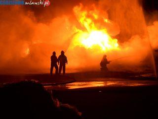 Pożar tworzyw sztucznych składowanych na placu przy ulicy Kolejowej