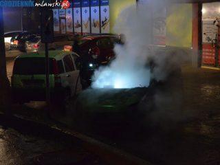 Spłonął samochód na osiedlu Sienkiewicza