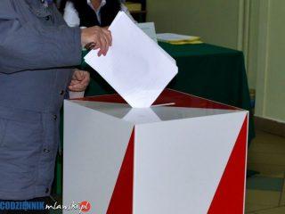 45 proc. Polaków nie utożsamia się z żadną partią