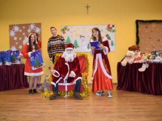 Święty Mikołaj już rozdaje prezenty