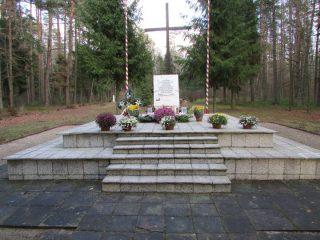 Razem trzeba odnowić pomnik pod Białutami