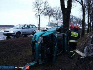 Strzegowo. Honda civic uderzyła w drzewo