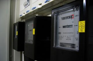 Oszustwo z wymianą licznika prądu. Dwie osoby okradzione