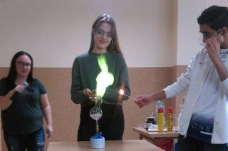 Warsztaty chemiczne w Gimnazjum nr 2 – powtórką przed egzaminem