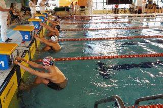 Medalowe żniwo na własnej pływalni. Jedenaście razy złoto