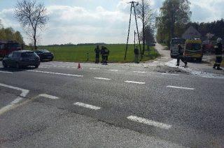Opel Insignia uderzył w autobus