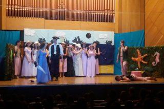Uczniowie Gimnazjum nr 1 na scenie i na widowni w Szkole Muzycznej w Mławie