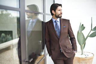 Jak wybrać garnitur, który sprawdzi się na weselu? O modzie męskiej i tajemnicy sukcesu marki Recman