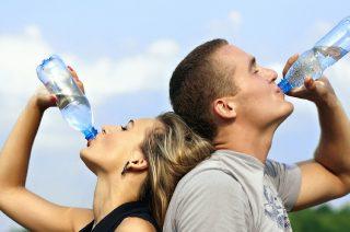 Uważaj, co pijesz – Inspektorzy skontrolowali wody mineralne