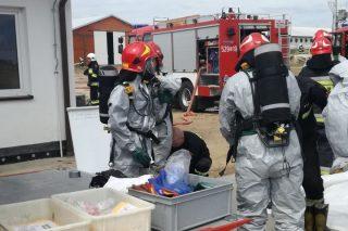 Strażackie ćwiczenia na fermie drobiu we Wróblewie