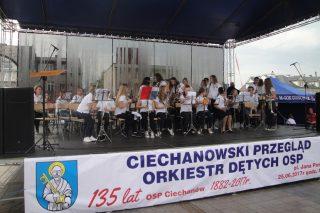 Młodzieżowa Orkiestra Dęta w Wieczfni Kościelnej na przeglądzie w Ciechanowie.
