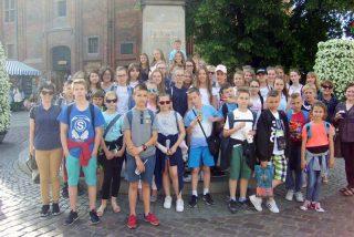 Prymusi po wycieczce w ramach nagrody Burmistrza Miasta Mława