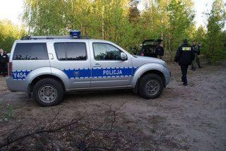 Policjanci i strażacy odnaleźli zabłąkanego nocą  w lesie 87 – letniego mężczyznę