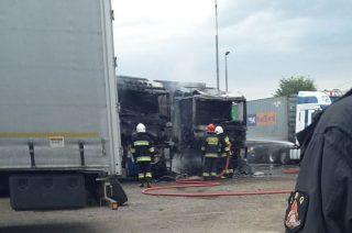 Strażacy uratowali ciężarówki warte około 3 mln zł