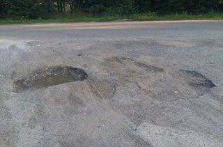 Nie dość, że niebezpieczne to i dziurawe skrzyżowanie