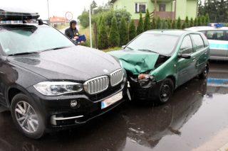 BMW kontra Punto. Stłuczka na skrzyżowaniu Polnej i Rzęgnowskiej