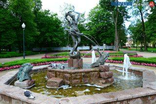 Co się kryje w miejskiej fontannie? Kąpiel na własne ryzyko!