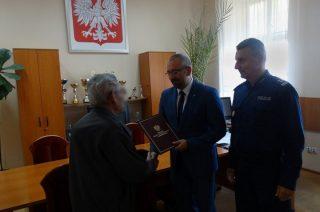 Ciechanowianin przyczynił się do schwytania fałszywego policjanta. Podziękował mu minister