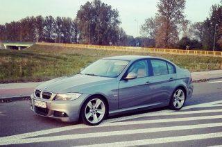 W Ciechanowie zginęło szare BMW E90. Za pomoc w odnalezieniu auta nagroda