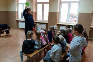 Przedszkolaki ze Szkoły Podstawowej nr 3 poznawały zasady ruchu drgowego