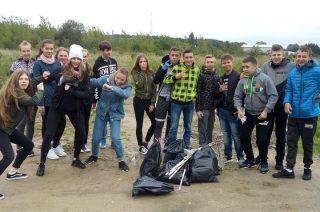 W Mławie jest czyściej. Uczniowie SP nr 2 sprzątali świat