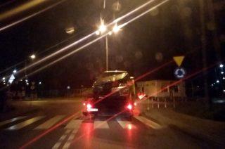 Audi Q7 staranowało policyjną skodę z wideorejestratorem. Sprawcy uciekli