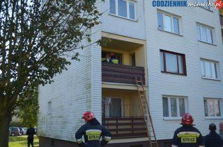 67- letni mężczyzna zmarł w swoim mieszkaniu. Znaleźli go strażacy