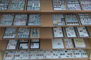 1200 znaczków na 52 tablicach zobaczysz w miejskiej bibliotece