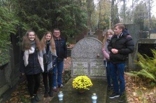 Uczniowie ze Szkoły Podstawowej nr 3  pamiętają o swoim patronie doktorze Józefie Ostaszewskim