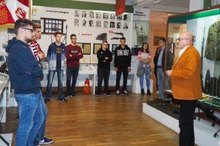 Uczestnicy konkursu zwiedzili muzeum i pole bitwy