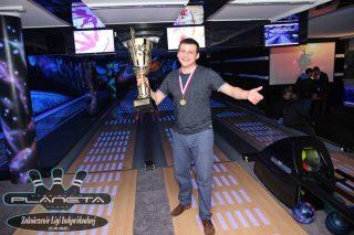 Zwycięstwo w pięknym stylu. Paweł Koronowski mistrzem bowlingu