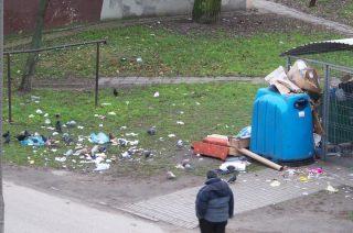 Od frontu ślicznie, a  z tyłu śmieci i bałagan