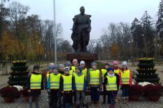 Pierwszoklasiści ze Szkoły Podstawowej nr 3 z wizytą u marszałka Józefa Piłsudskiego