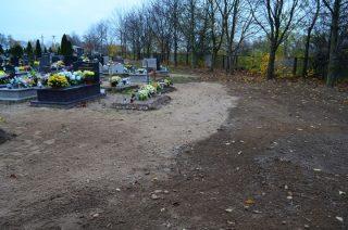 Zrobiono porządek z bajorem na cmentarzu